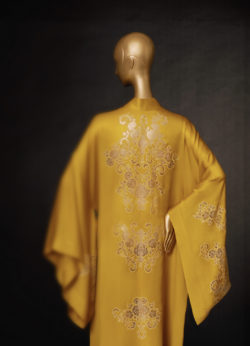 Pistachio coloured silk-muslin kimono inlaid with Egerie lace