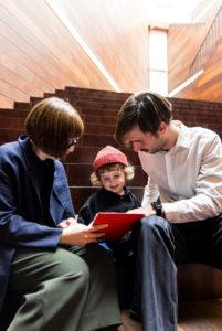 gezin op trap
