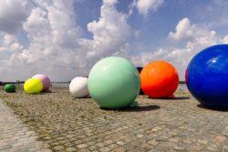 'Fashion Balls'-installatie op De Gerlachekaai, Antwerpen