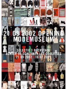 Affichebeeld voor de tentoonstelling Selectie I: Backstage. 100 foto's van collectie-items, het museumgebouw en figuren vormen samen de eerste affiche van het Modemuseum.