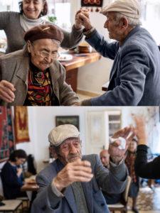 Ouder koppel dansen op traditionele Armeense muziek op het Feest van de Overleving