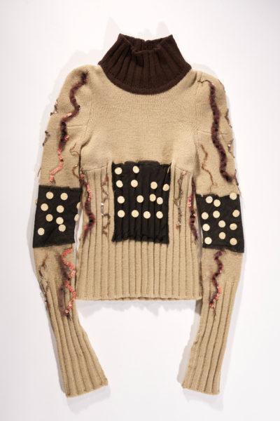 Beige sweater met donkerbruine kraag