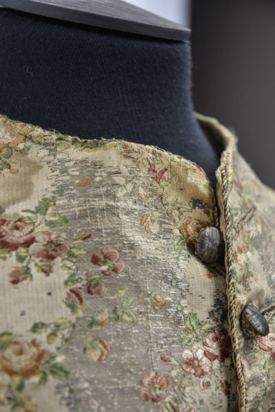 The silver threads were reattached 1 by 1 by means of tension stitches and silk thread